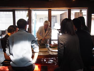 粉名人・菊地さんがまめぶの生地を作っています。
